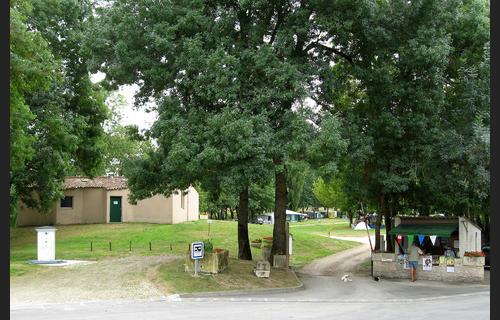 Camping-Municipal-la-Fontaine-du-Pre-Saint-Jean_taille500x320W (1)